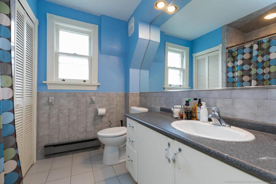 Upstairs bathroom at 164 Duke Street, Hamilton